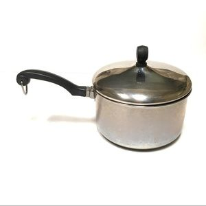 Farberware 2 quart stainless steel pot with lid